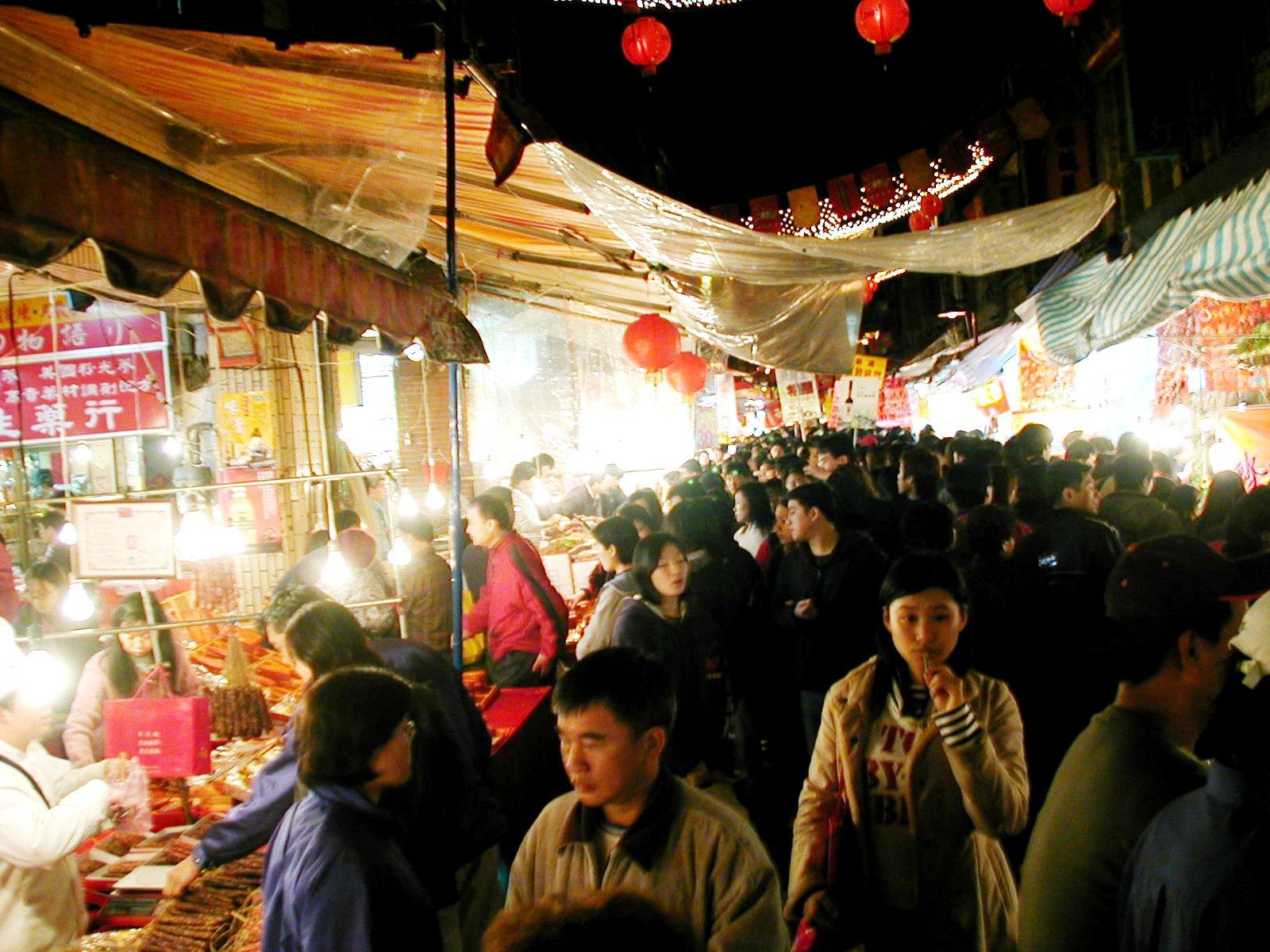 台湾迪化街の人混み、旧正月の様子