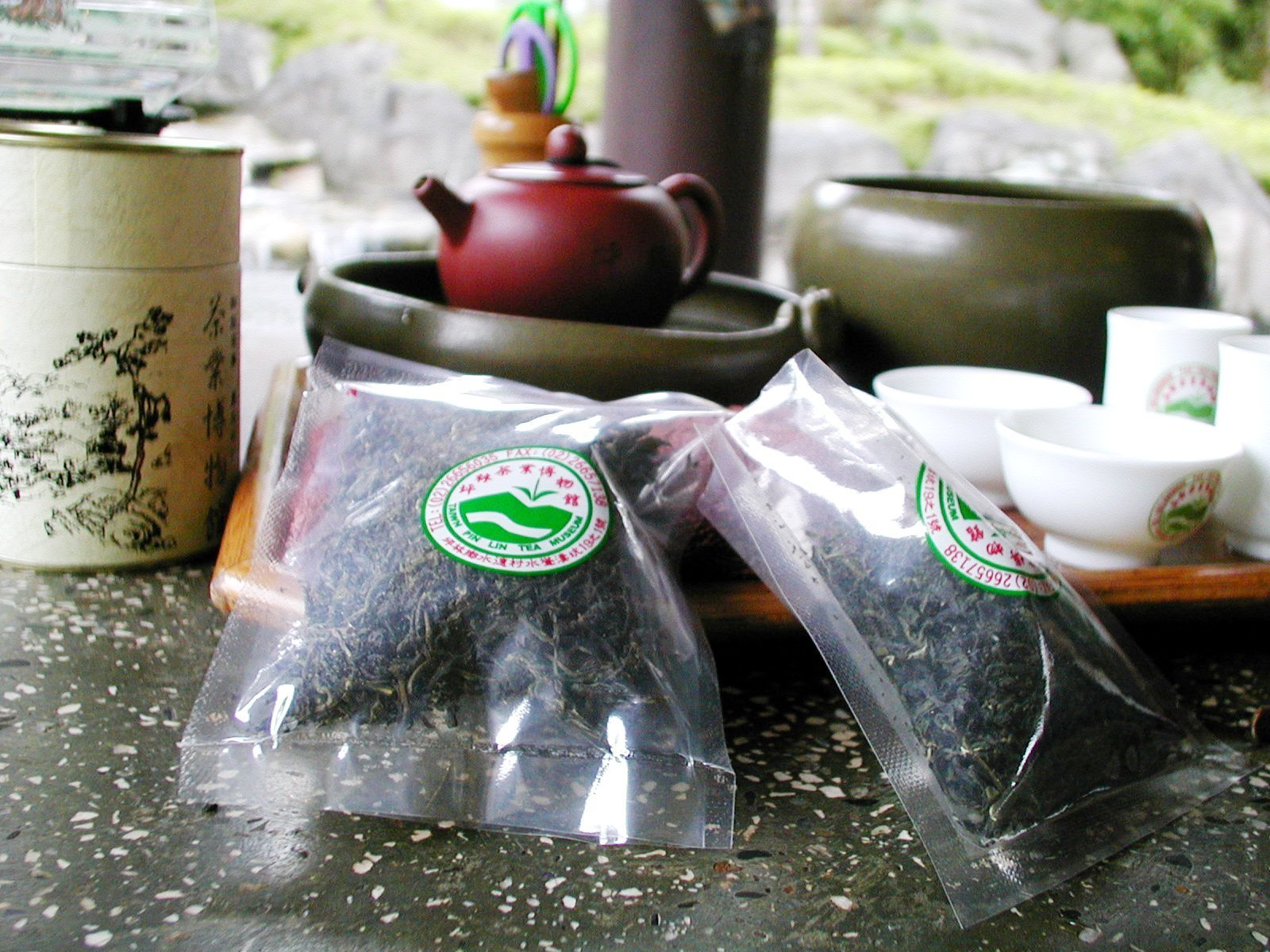 台湾の坪林の茶芸館でお茶を楽しむ
