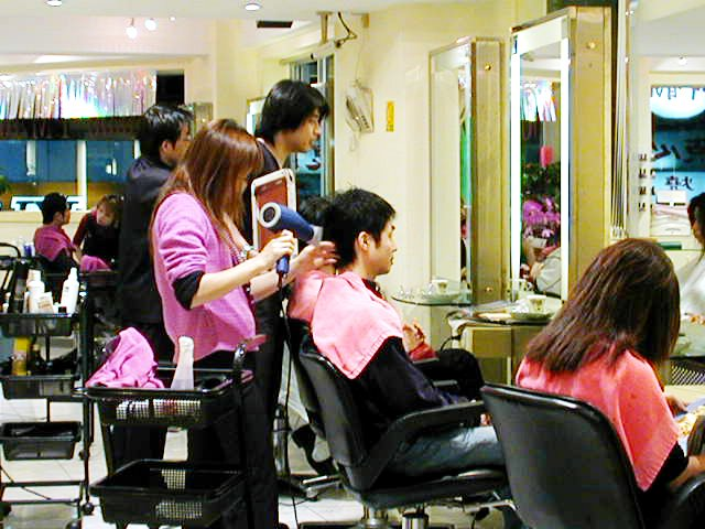 台北の美容院で散髪