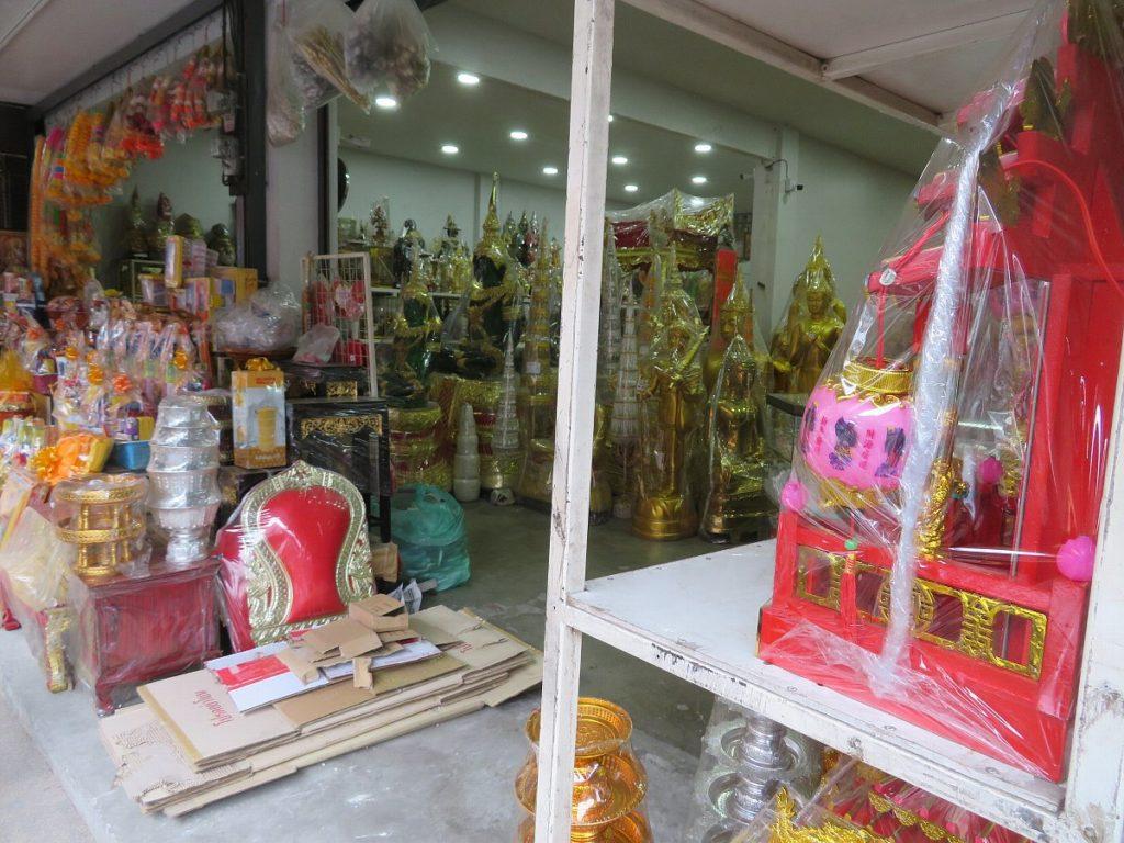 チェンマイの仏具屋