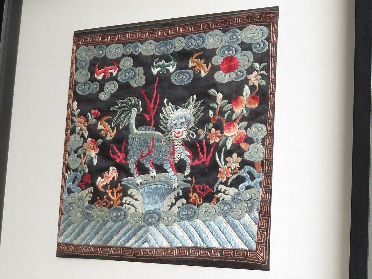 麒麟の刺繍を額装