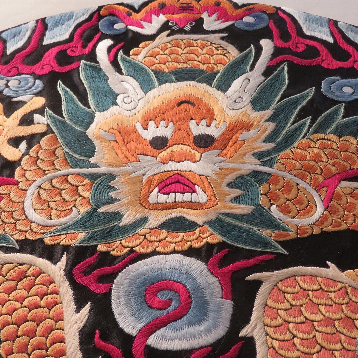 美しい五爪龍の刺繍
