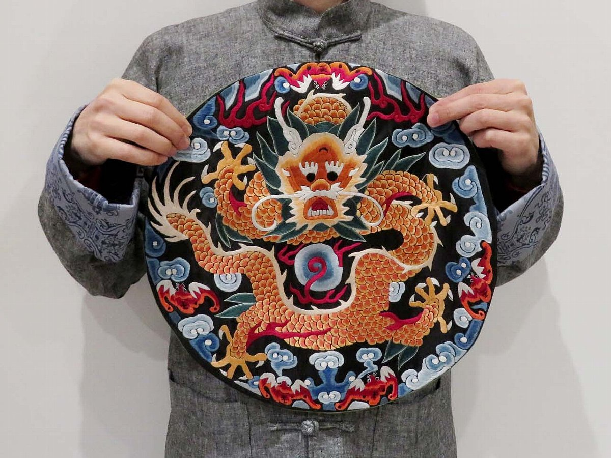 五爪龍の刺繍
