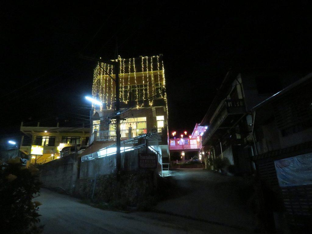 新生旅館のライトアップ