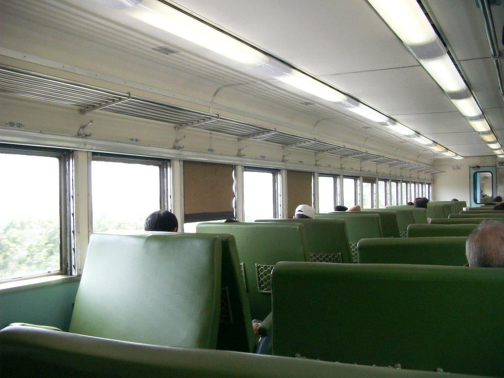 台北からの通勤電車内